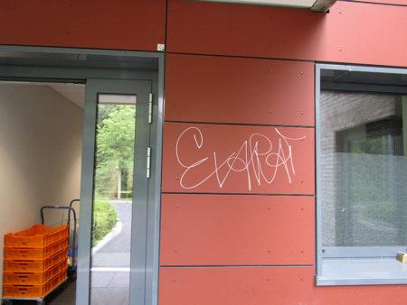 Graffitientfernung Oldenburg Bremen Förderschule Sandkruger Straße 010