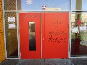 Graffitientfernung Oldenburg Bremen OBS Ofenerdiek Tür Mensa 2 002