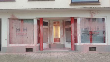 Graffitientfernung Oldenburg Bremen Laden Geschaeft Schaufenster vorher